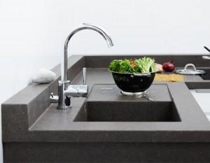 BetongDesigns mörkgrå färg, torrslipad yta. Diskho och avrinningsyta i betong