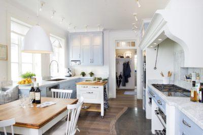 Skärgårdskök i blått med Bohuslänsk känsla